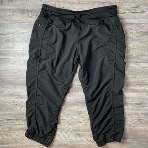 Kirkland Signature Active Rushed Capris Pants XL